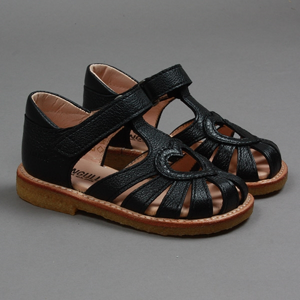 ca6ad29784d9 Køb ANGULUS sandal med hjerte i sort skind - Parcellet